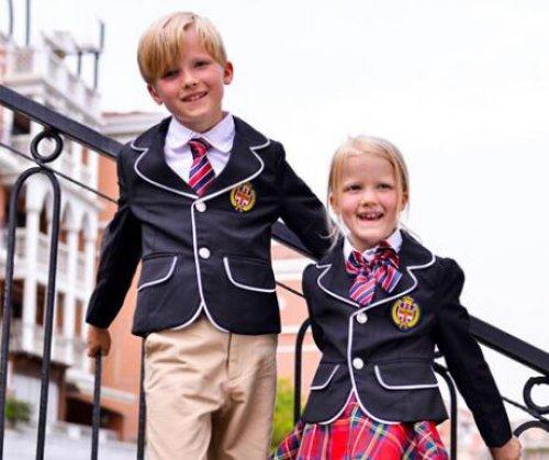 <b>成都校服厂分享幼儿园园服订做是浅色好还是深色好?</b>